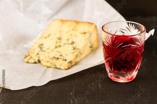 Valokuva  Glass of sloe gin with stilton cheese