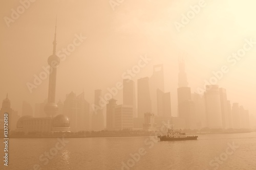 Staande foto Shanghai Fog covering Shanghai, China at sunrise.