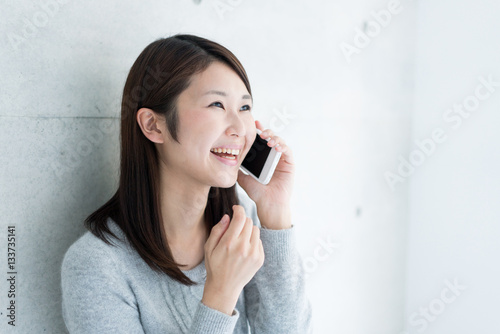 Fotografía  電話をかける女性