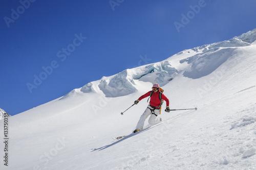 Aluminium Prints Mountaineering Skiabfahrt nach einer Skitour zum Zuckerhüttl