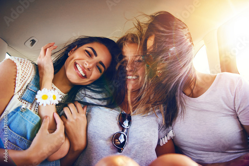 Fototapety, obrazy: Three affectionate carefree girlfriends