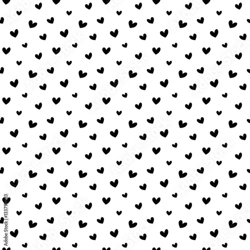 czarna-reka-rysujaca-doodle-serc-bezszwowy-deseniowy-tlo