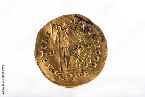 Fotografía  Ancient Roman gold solidus coin of Emperor Honorius. Reverse.
