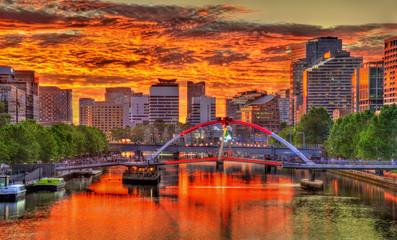 Zalazak sunca nad rijekom Yarra u Melbourneu u Australiji