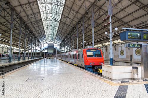 Papiers peints Rouge, noir, blanc Rossio Railway Station in Lisbon