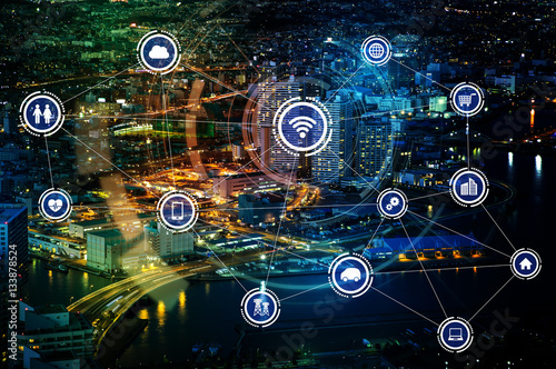 Fotografía  smart city and wireless communication network, IoT(Internet of Things), ICT(Info