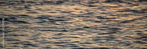 Fotografija  Sanfte Wellen in der Abendstimmung - Banner | Hintergrund