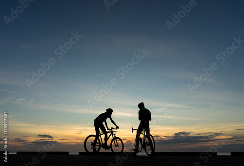 Aluminium Prints Cycling Silhouettes of Cyclists on bicycle at the ocean in the sunset sc