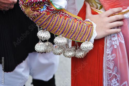 Fotografía  traditional costume sleeve