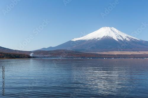 Foto auf Gartenposter Reflexion Mount Fuji and Lake Yamanaka