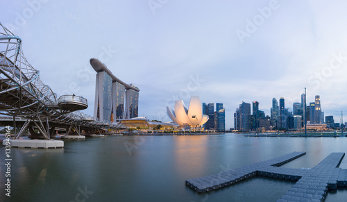 Papiers peints Singapoure Singapore skyline cityscape at sunset at Marina Bay