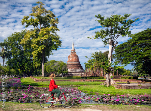 Fotografie, Obraz  Woman with bicycle near temple in Thailand