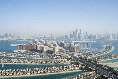 Fototapeta Widok z lotu ptaka sławna palma kształtował sztuczną wyspę w Dubaj, Zjednoczone Emiraty Arabskie