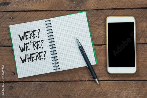 Fotografía  Grammar questions were, where, we are on note pad
