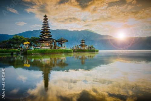Tuinposter Bali Pura Ulun Danu Bratan, Hindu temple on Bratan lake, Bali, Indone