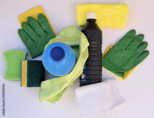 Fotografie, Obraz  Reuniendo los materiales para la limpieza