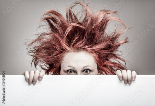Fotografía  Frightened woman with messy hair