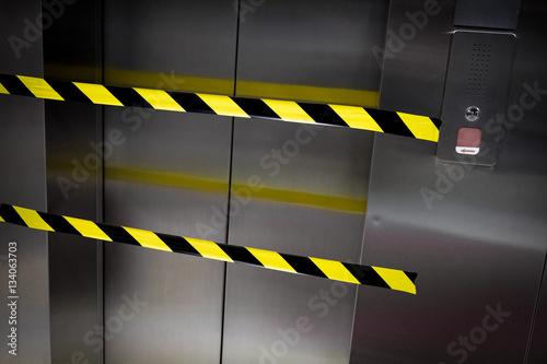 Valokuva  ascenseur meurtre banderole crime indisponible accès police enq