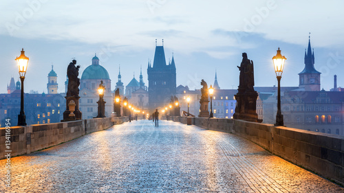 Montage in der Fensternische Brücken Prague - Czech Republic, Charles Bridge early in the morning.