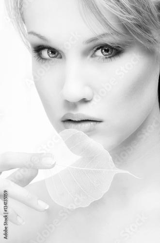Fotografía  Beautiful Young Woman looking at Camera,  black and white