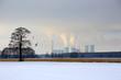 Elektrownia węglowa Opole, w krajobrazie zimowym.