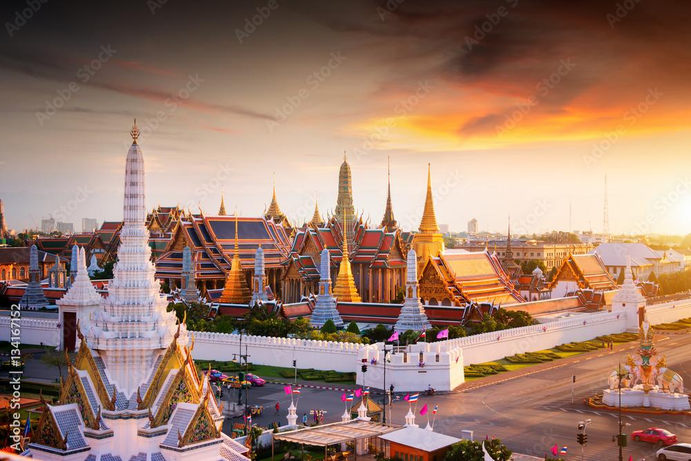 Photo  Grand palace at twilight in Bangkok, Thailand