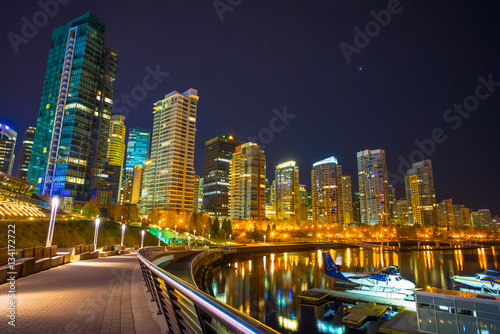 Photo  Skyline of the city of Vancouver in Canada at night