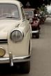 Stare samochody na ulicy w Luang Prabang