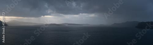 Fotografía Rainy weather panorama over the sea