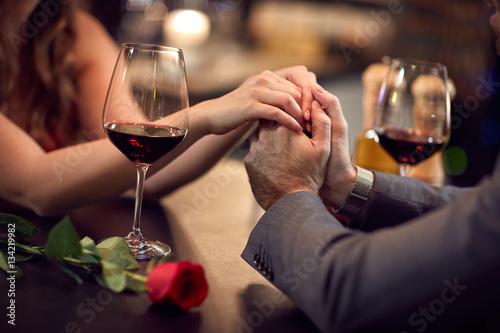 Fotografia  Romance at restaurant for Valentine's Day-concept