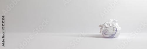 Fotografie, Obraz  Zerknülltes Papier Ideenfindung Freigestellt Isoliert - Freier Platz für Ihren T