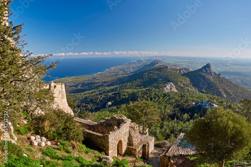 Foto op Plexiglas Noord Europa View of Northern Cyprus mountains from Kantara castle