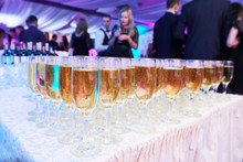 Glasses With White Sparkling W...