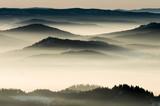 Krajobraz mgliste góry rano, Polska - 134247324