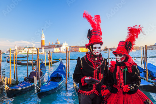 Stickers pour porte Venise Famous carnival with beautiful masks in Venice, Italy