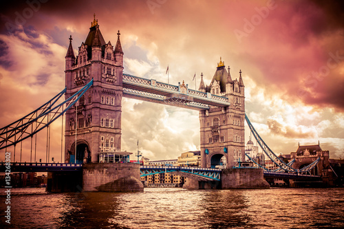 Foto op Aluminium Eiffeltoren Sunset over Tower Bridge in London UK