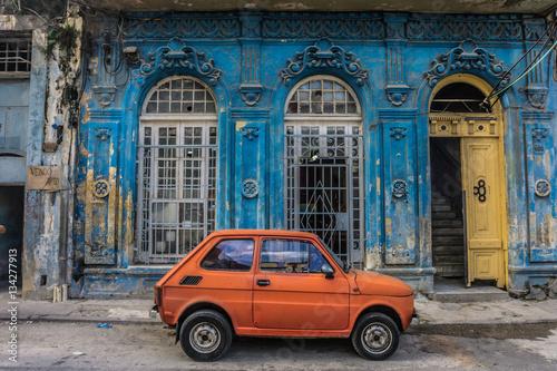 In de dag Havana old small car in front old blue house, general travel imagery, on december 26, 2016, in La Havana, Cuba