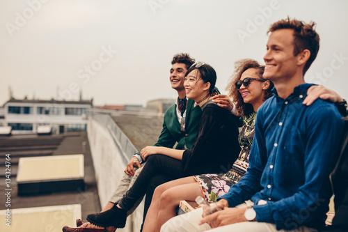 Fotografie, Obraz  Friends sitting together on rooftop