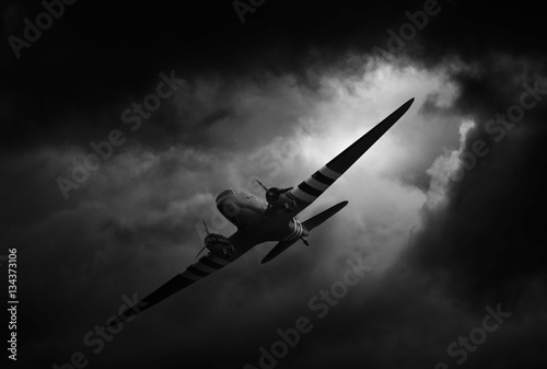 Fotomural dakota airplane in stormy weather