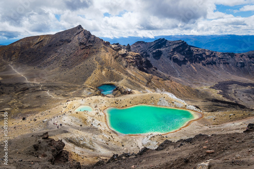 Photo  Landscape view of colorful Emerald lakes and volcanic landscape, NZ