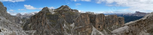 Berglandschaft Panorama Aussicht von Geisler Spitzen bis Fanes Gruppe Wallpaper Mural