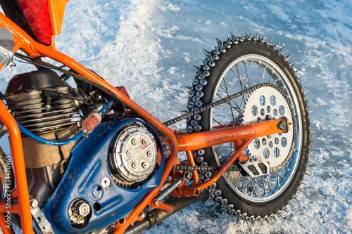 Fotografiet  spikes of an ice speedway motorbike