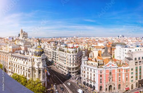 In de dag Madrid Madrid Skyline. Panorama über die Hauptstadt von Spanien mit Aussicht auf die Gran Via und dem Metropolis Haus.