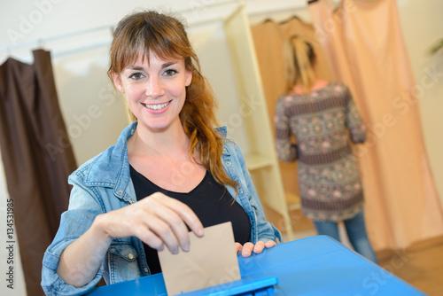 Fotografie, Obraz  Woman voting