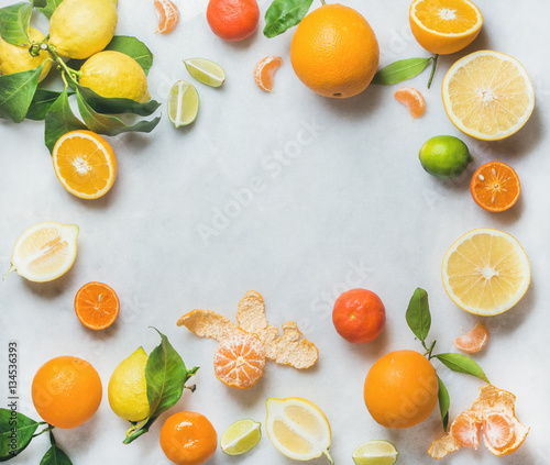 Variety of fresh citrus fruits for making juice or smoothie over light grey marble table background, top view, copy space. Healthy eating, vitamin, detox, diet food, clean eating concept Fototapete