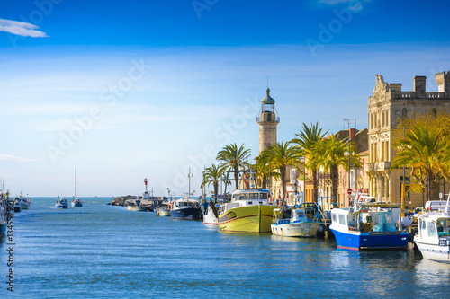 Foto op Aluminium Mediterraans Europa Grau du Roi city and harbor during a sunny day in France