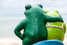Love Stone Frog Statue
