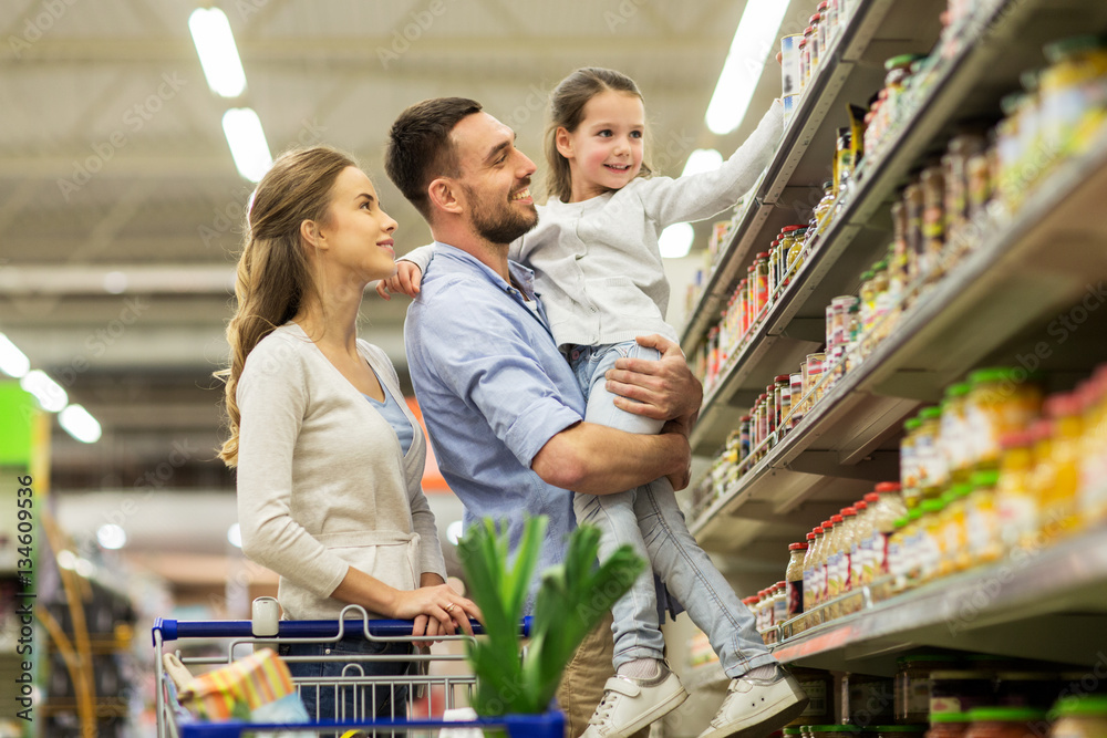 Fototapety, obrazy: family with food in shopping cart at grocery store