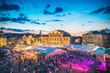 canvas print picture - Schlossplatzfest Coburg mit Blick auf das Landestheater - Blaue Stunde