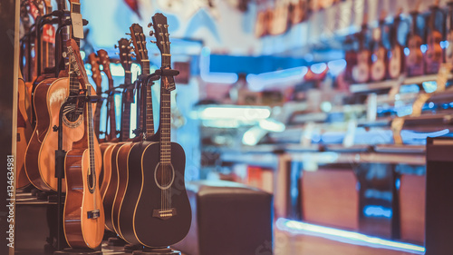 La pose en embrasure Magasin de musique Multi-Colored Classical Guitar in a vintage style.